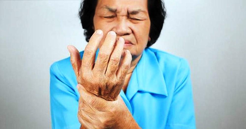Tay Tê Liên Tục – Dấu Hiệu Cảnh Báo 6 Loại Bệnh Sau