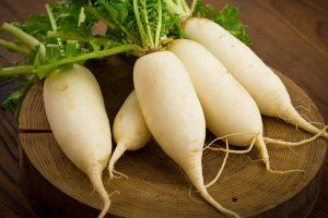 Củ cải trắng chứa một chất gây cảm ứng interferon giúp cơ thể chống lại virus.