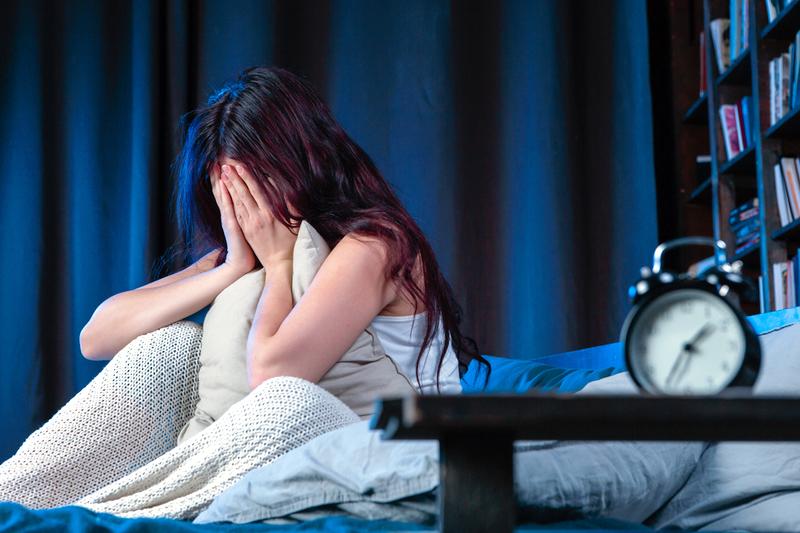 Khi rơi vào trạng thái mất ngủ, phụ nữ thường hay lo lắng, lại trực tiếp ảnh hưởng giấc ngủ